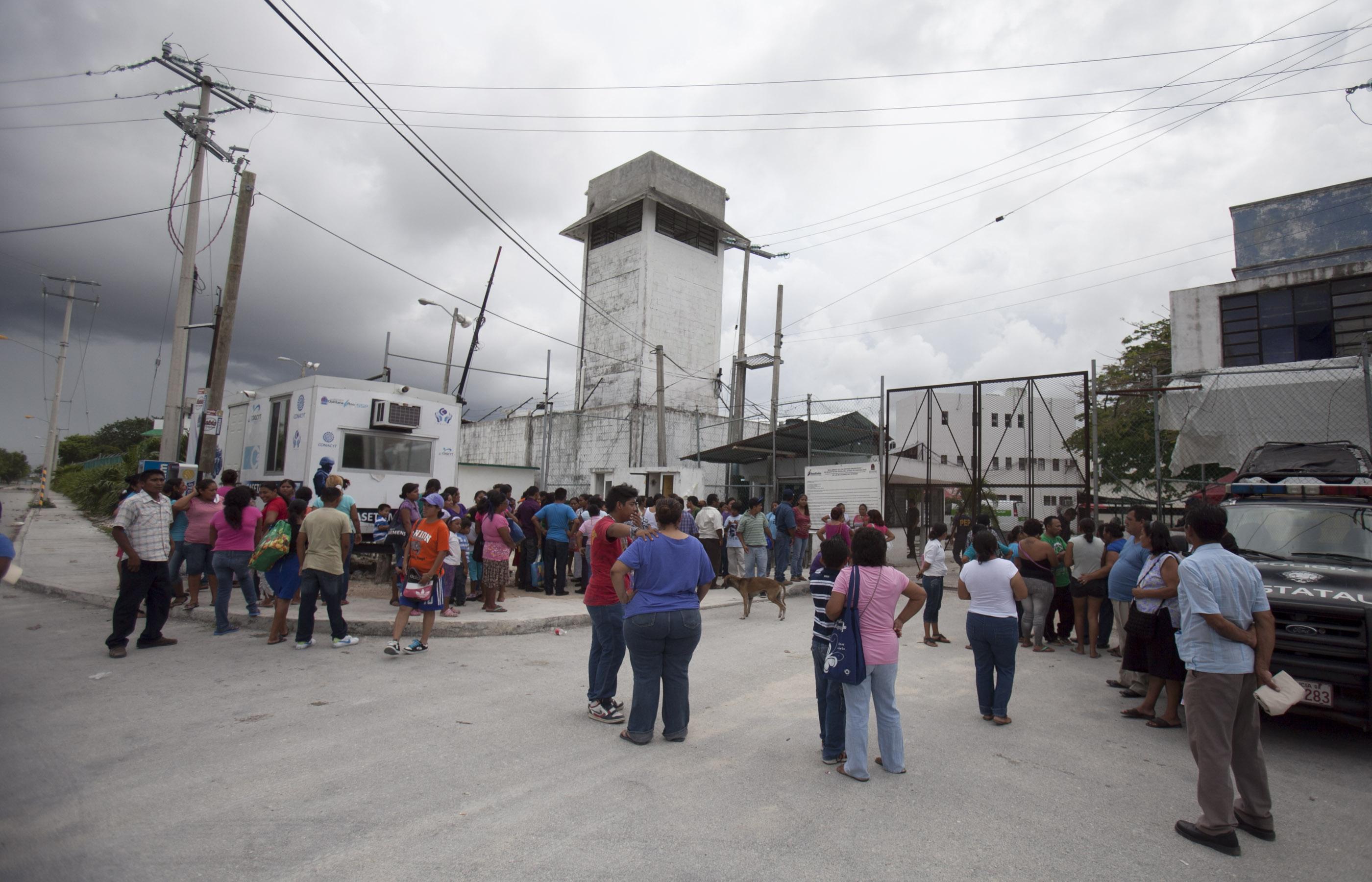 Deja 2 reos heridos nueva riña en cárcel de Cancún