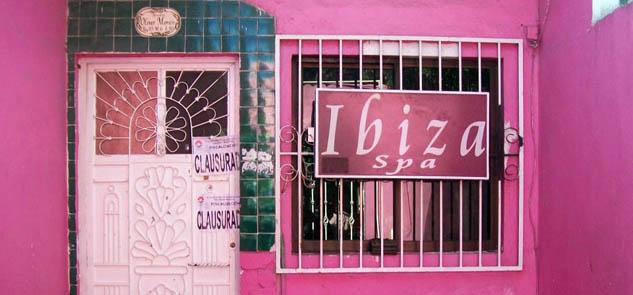 Clausuran 2 casas de citas en la Región 95 de Cancún