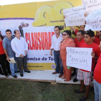 'Chocan' políticos en Cancún… ¡por una mampara!; priistas imponen clausura simbólica y perredistas los tildan de ignorantes y provocadores