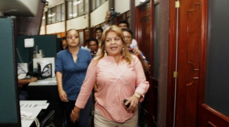 Gana Edith Mendoza Pino nuevo 'round': logra aplazar careo por juicio político; que la policía ya tiene orden de detenerla para presentarla