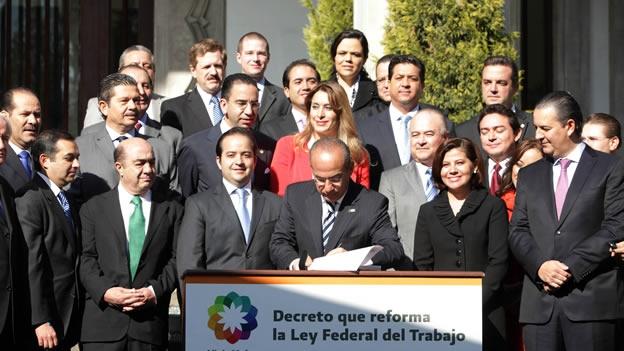 Promulga Calderón la Reforma Laboral