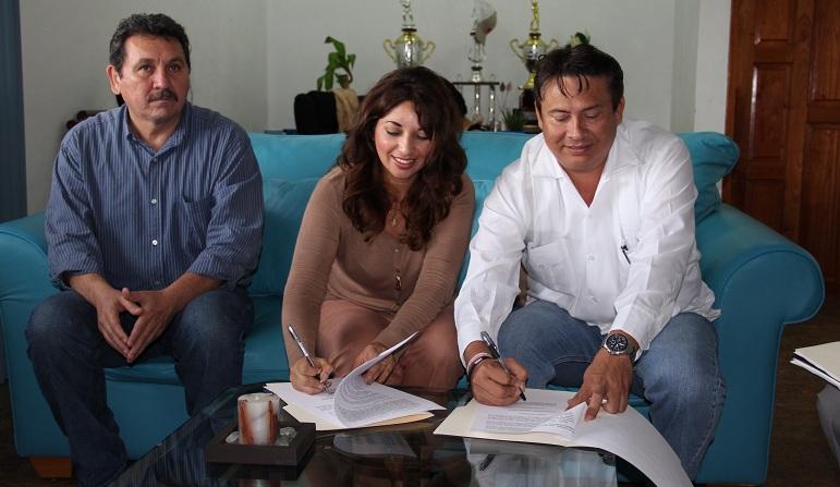 Firman acuerdo comuna y el SNTE para dar descuentos a maestros en trámites en Lázaro Cárdenas