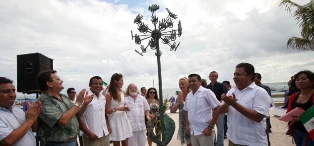 """Obsequia Gregory Pototsky """"Árbol de la Bondad"""" a portomorelenses"""