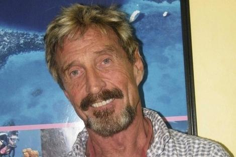 Difunden la supuesta detención en la frontera entre México y Belice del empresario John McAfee por investigación de asesinato, pero autoridades no confirman