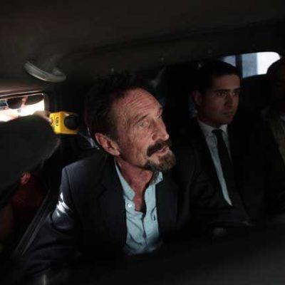 Expulsa Guatemala a EU al millonario informático John McAfee, investigado en Belice por un asesinato
