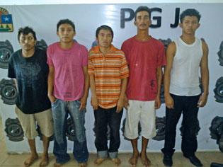 Consignan a 8 'Pelones' detenidos en Villas Otoch con más de 200 dosis de droga