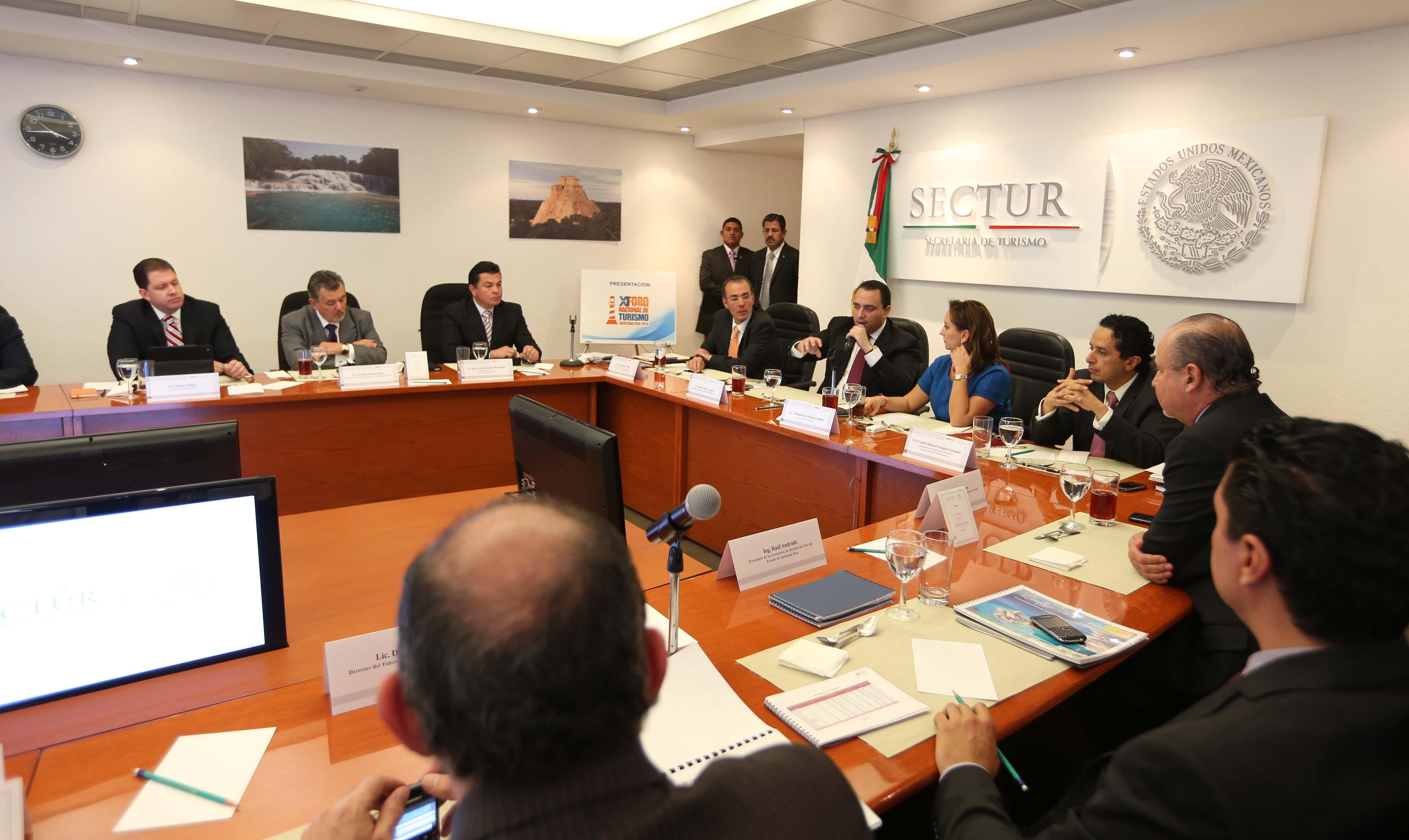 Pone Gobernador sobre la mesa temas de QR en primera reunión con secretaria de Turismo
