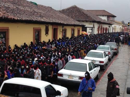 """""""¿Escucharon?"""": Se hace presente el EZLN con marcha silenciosa de miles y reaparece el Subcomandante 'Marcos' con lacónico comunicado"""