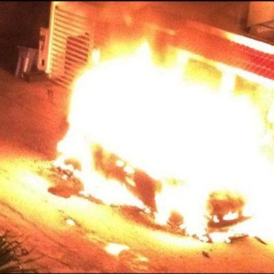 Incendian camioneta de lujo en fraccionamiento de Playa del Carmen