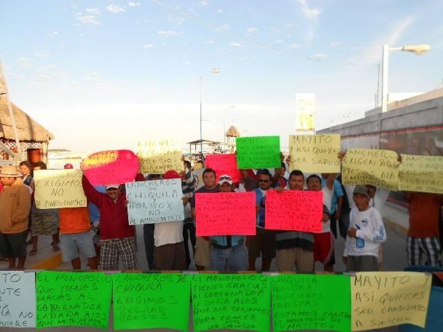 Protestan lancheros contra naviera Holbox Express