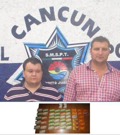 Liberan a 2 extranjeros detenidos con 49 tarjetas departamentales