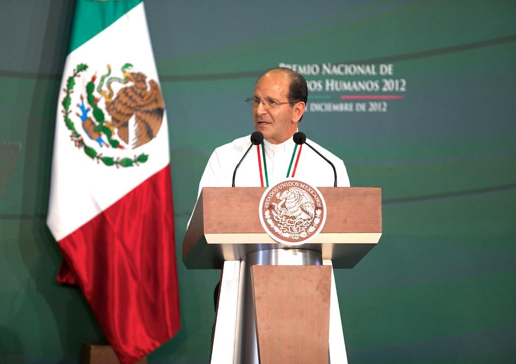 Dan al padre Alejandro Solalinde Premio Nacional de Derechos Humanos por su defensa de migrantes