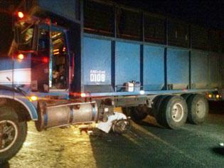 Muere motociclista al chocar contra camión en el tramo Xul-Ha- Bacalar