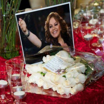 Padres de Jenni Rivera se someten a pruebas de ADN para identificar restos de la cantante