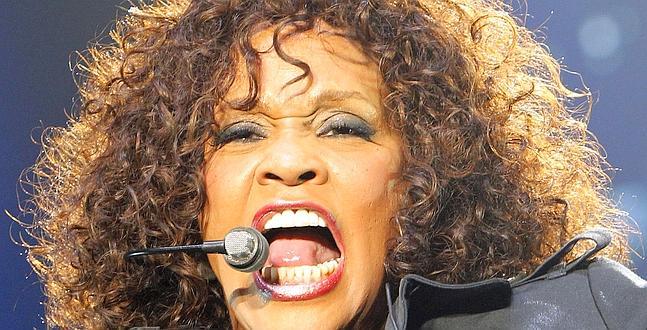 Whitney Houston habría sido asesinada por narcotraficantes, según un investigador privado