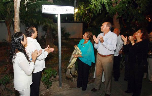 Devela Julián Ricalde placa conmemorativa de Cristina Castro Sariñana