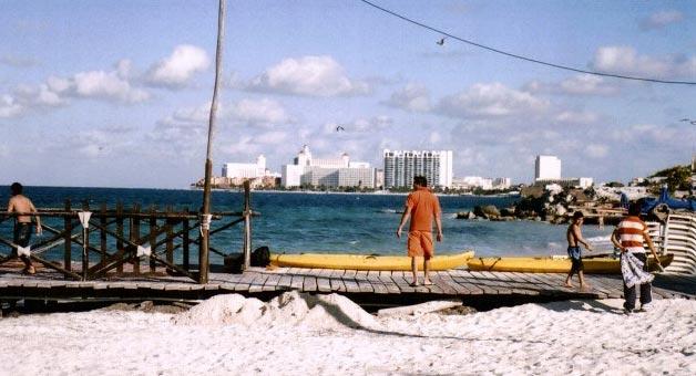 Plantea Fonatur construir 'beach clubs' para cancunenses en playas Tortugas y Langosta