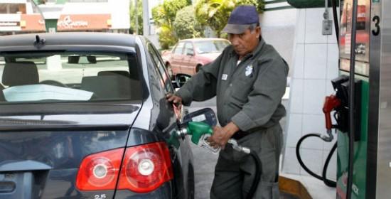 Emplazan a gasolineras a colocar dispositivos para vigilar venta de litro por litro