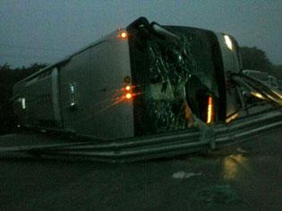 Vuelca autobús de ADO en la carretera Chetumal-Escárcega: 3 muertos y 12 heridos
