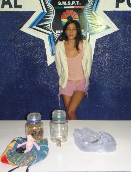 Detienen a universitaria narcomenudista y a compradores de marihuana en el fraccionamiento San Gerónimo de Cancún