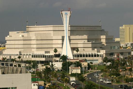Inspeccionan el Centro de Convenciones de Cancún para sede del Tianguis Turístico del 2014