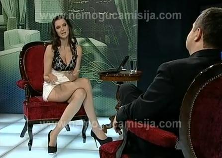 Primer ministro serbio, víctima de una broma con una entrevistadora sin ropa interior