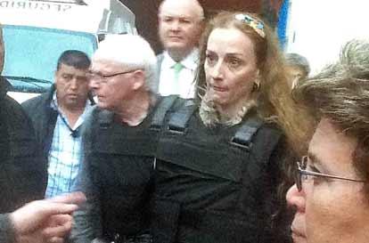 Abandona Florence Cassez la cárcel