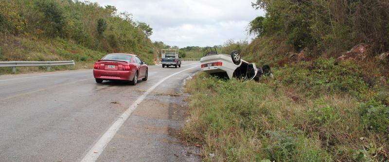 """Reportan nuevo aparatoso accidente en las 'Curvas del Diablo"""" de José María Morelos"""