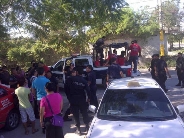 Nuevo choque entre Julián Ricalde y Borge por la pinta de parques: detienen policías a 11 brigadistas en Tres Reyes