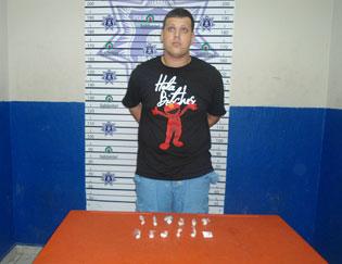 Detienen a 'gringo' tratando de vender droga sintética en Playa