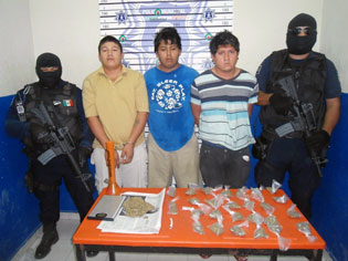Capturan en Playa a trío de narcomenudistas con marihuana en el fraccionamiento Villas Riviera