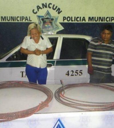 Detienen a mujer taxista por robo de cobre en Cancún