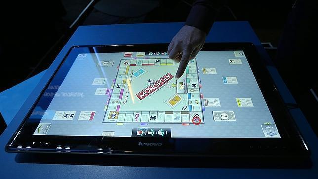 Presentan una 'tablet' gigante para interactuar en grupo