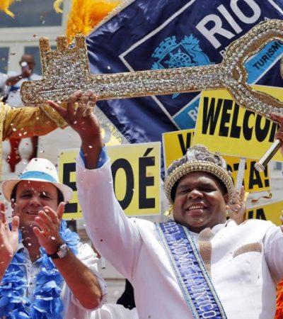 Entregan las llaves de Río de Janeiro al 'Rey Momo' y empieza la locura del carnaval de Brasil
