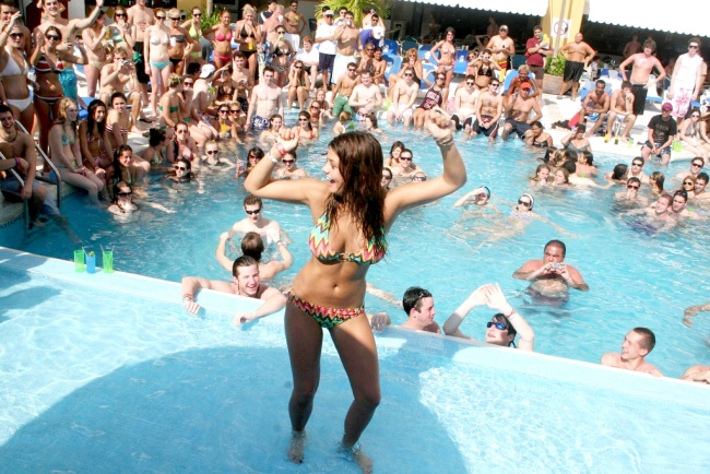 Espera Cancún hasta 40 mil 'springbreakers'