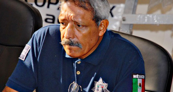 Bravucón, dice Villa que lo amenazan por decomisar 'fayuca' y 'quema' al ex policía 'transa' que le sirve de 'soplón'