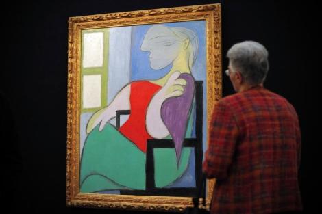 Pagan 44.9 mdd por la pintura de Picasso 'Mujer sentada junto a una ventana' de 1932