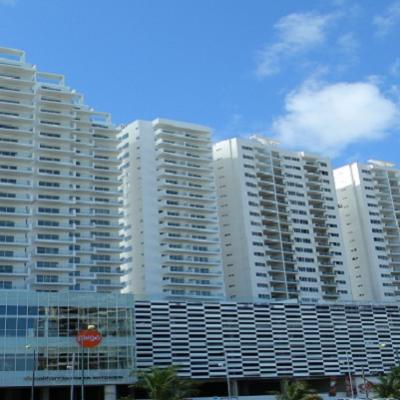 Se registra incendio en bodega de una de las torres de Malecón Las Américas en Cancún