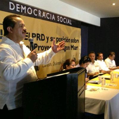 """""""Con alevosía, ventaja y nocturnidad"""", ingresa al Ayuntamiento de Cancún solicitud para construir el 'Dragon Mart', revela Julián Ricalde"""