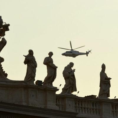 TERMINA PONTIFICADO DE BENEDICTO XVI: Abandona Ratzinger El Vaticano después de ofrecer obediencia al próximo Papa