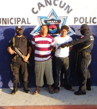 Detiene la policías a 2 hombres con un arma en la Región 101 de Cancún