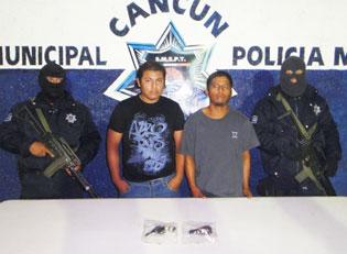 Capturan a 2 empistolados en Cuna Maya