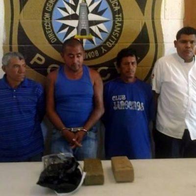 Pescadores y taxista detenidos con droga dicen que la hallaron en una playa; no les creen