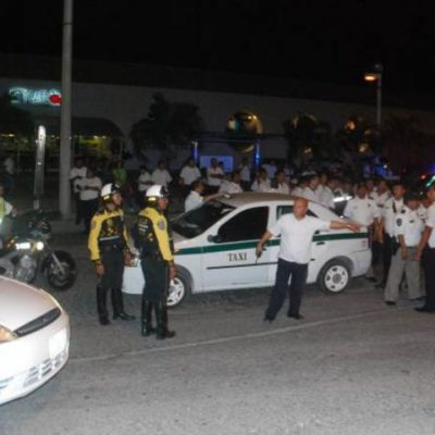 Desafían taxistas a la comuna y provocan gran caos vial al bloquear avenidas de Cancún