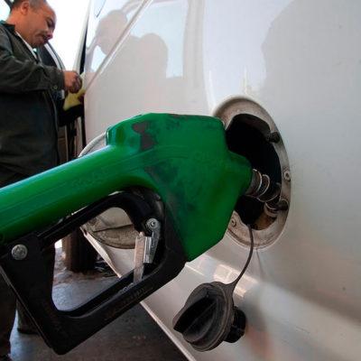 PENÚLTIMO GASOLINAZO DEL 2014: Llega la Premium a $14; la Magna se vende en $13.22  y el Diesel en $13.83