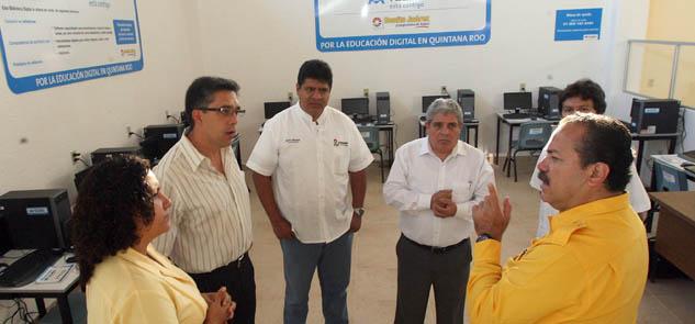 Moderniza Julián Ricalde Biblioteca Dr. Barocio Barrios en Cancún