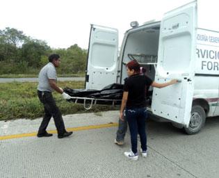 Hallan cadáver de hombre en el camellón central de la carretera Playa-Puerto Morelos 8 días después de ser atropellado