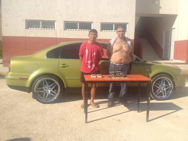 Salen libres y sin pagar fianza, 2 presuntos 'Pelones' detenidos con arma tras asalto a farmacia en Playa