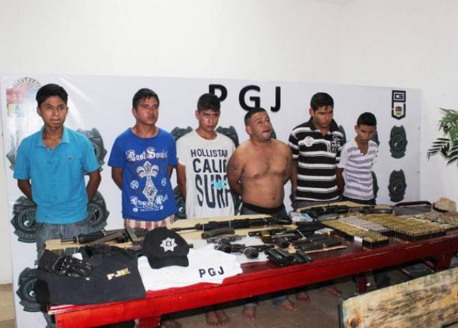Decomisan arsenal a presuntos secuestradores detenidos en Tulum cuando ubicaban a posible víctima