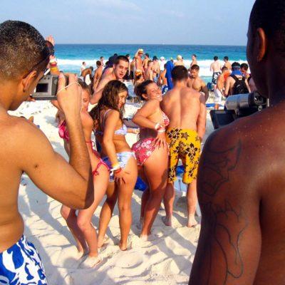 Emite consultora Stratfor alerta de viaje a 'springbreakers' sobre inseguridad en destinos de México e incluye a Cancún
